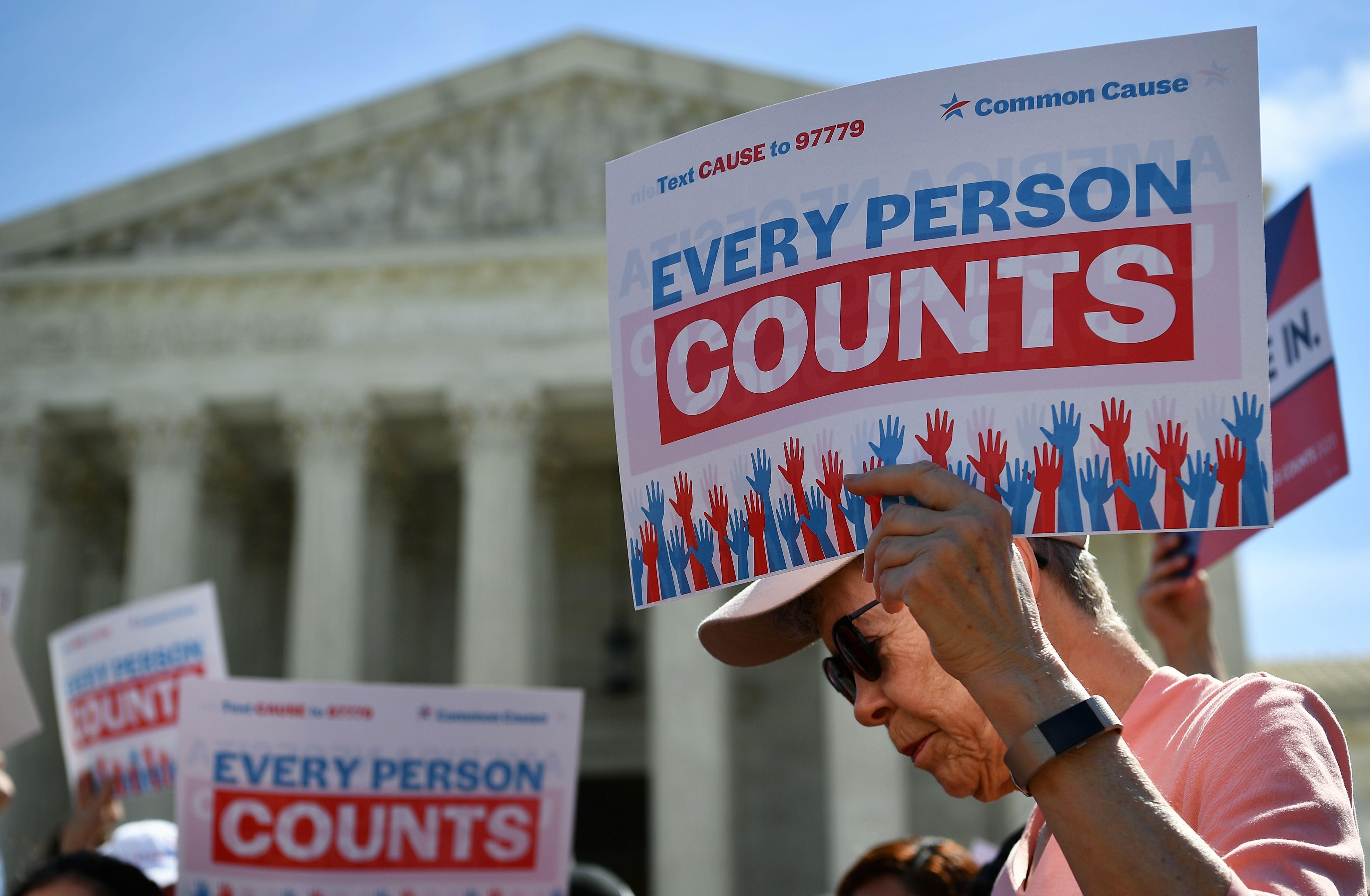 移民倡議組織及民權組織普遍針對人口普查計劃,稱剔除數百萬名非法移民,違反憲法和聯邦法律。    法新社