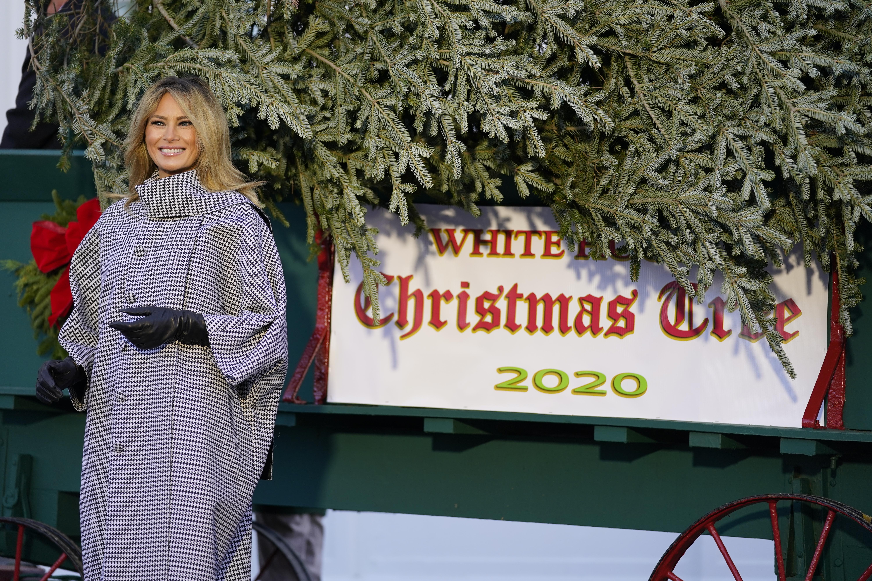 梅蘭尼婭計劃下周一在白宮舉行慶祝聖誕節聚會。梅蘭尼婭的發言人指,今年的賓客人數已較以往少,會為出席者提供最安全的環境,是否參加是「個人選擇」。    美聯社