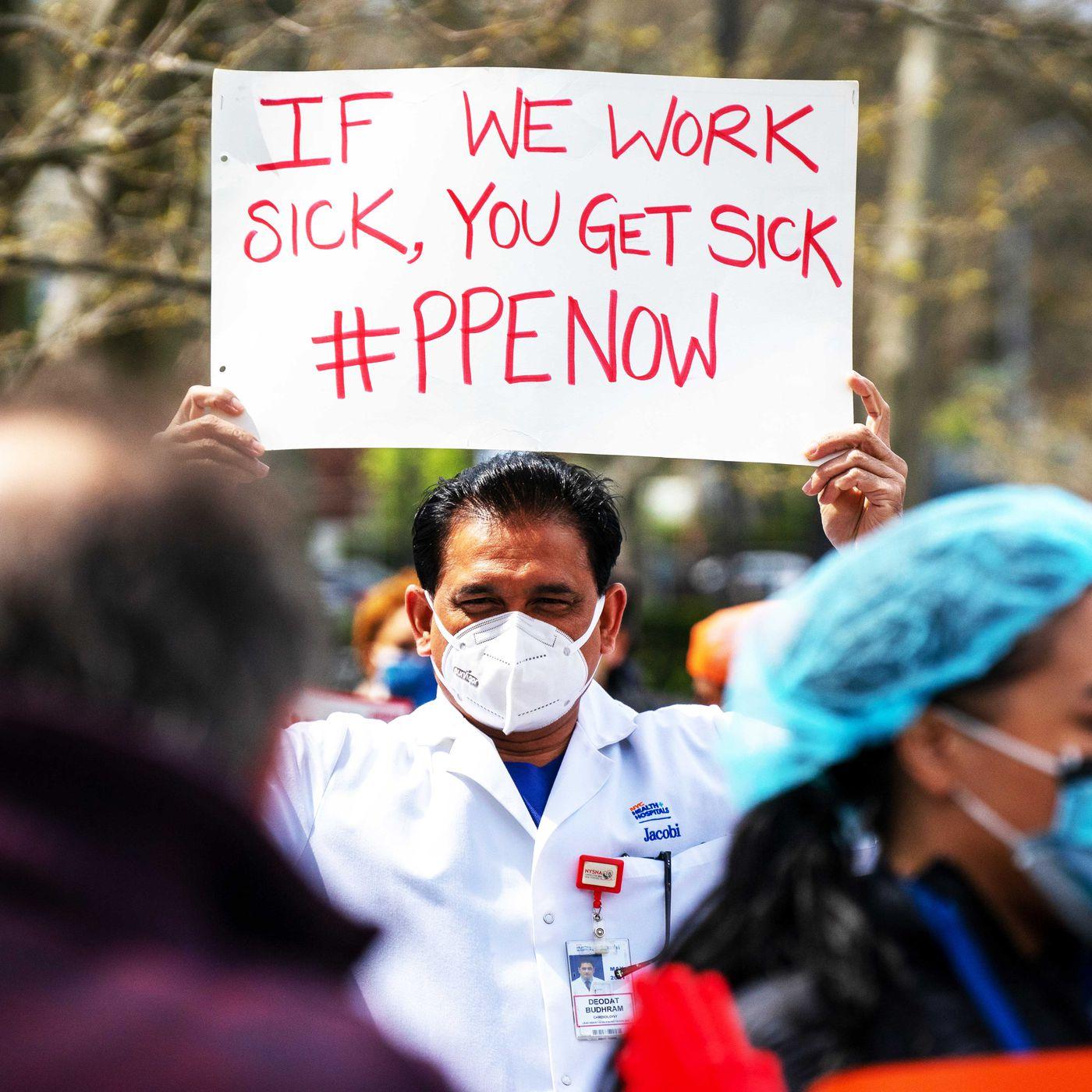 圖為早前有人在紐約布朗士抗議,爭取保護有薪病假的政策。    美聯社