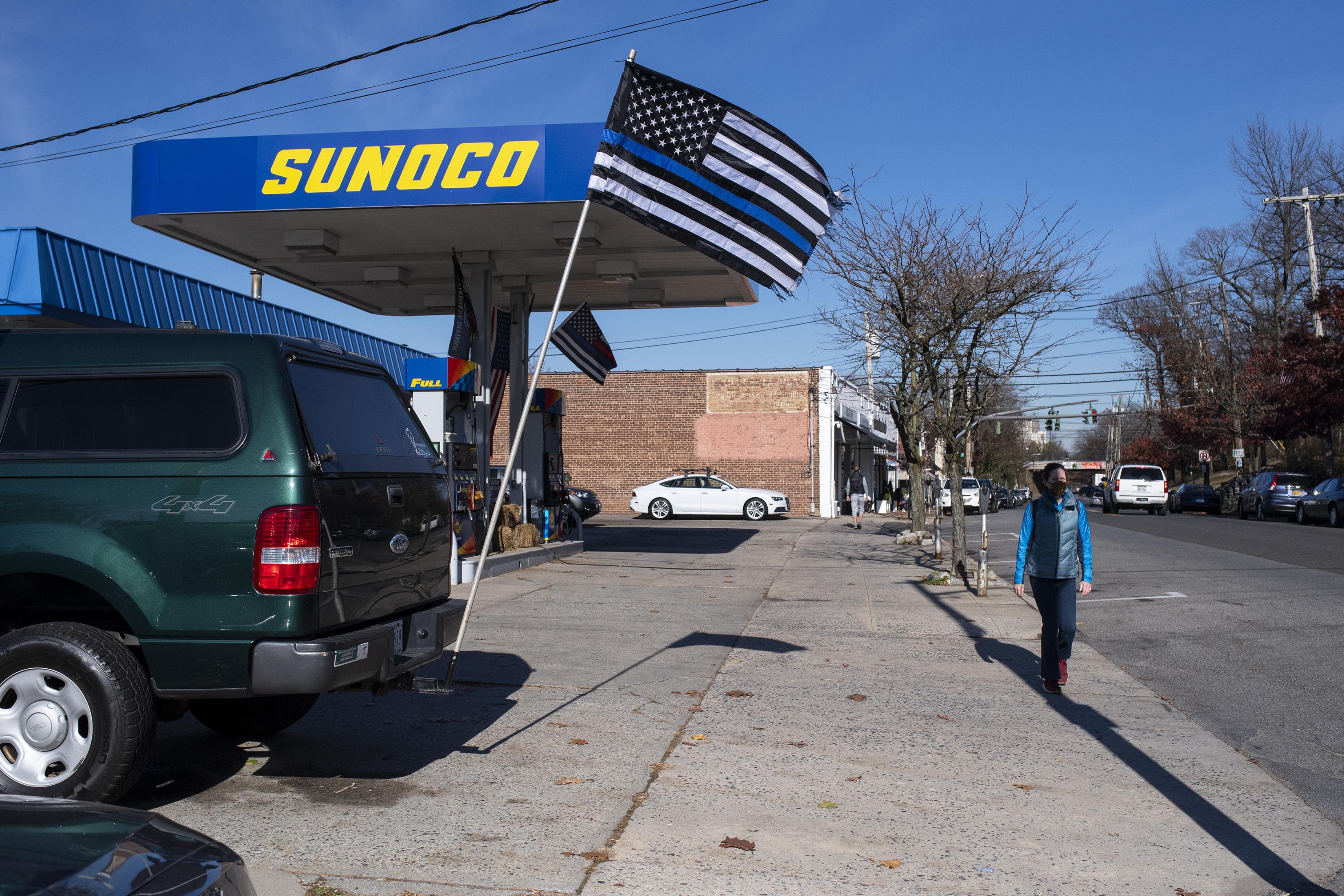 官員認為,「藍線旗」是發表政治言論的代表。 Gregg Vigliotti/紐約時報