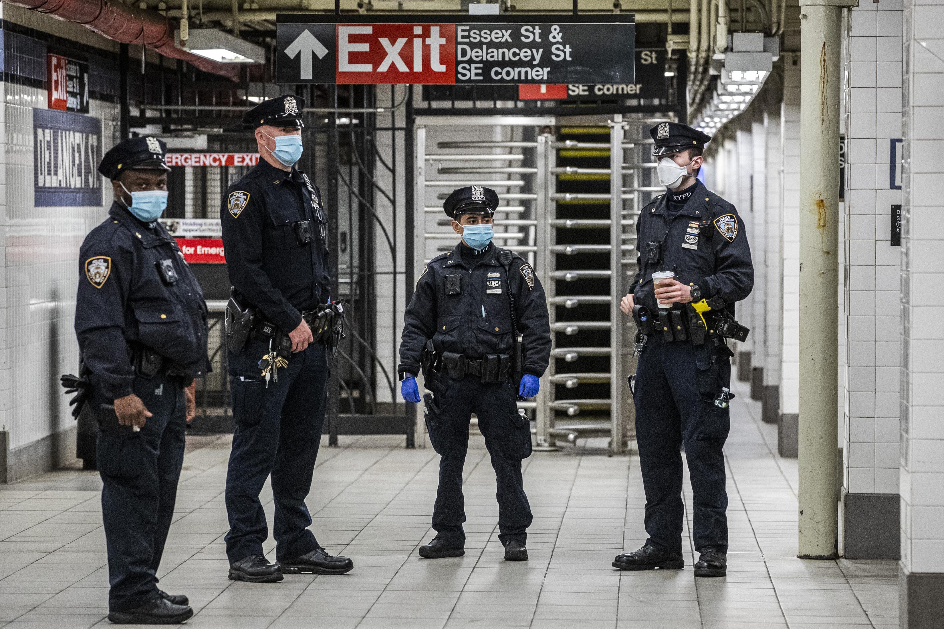 ■紐約市警將重新回到地鐵列車及月台巡邏。 Brittainy Newman/紐約時報