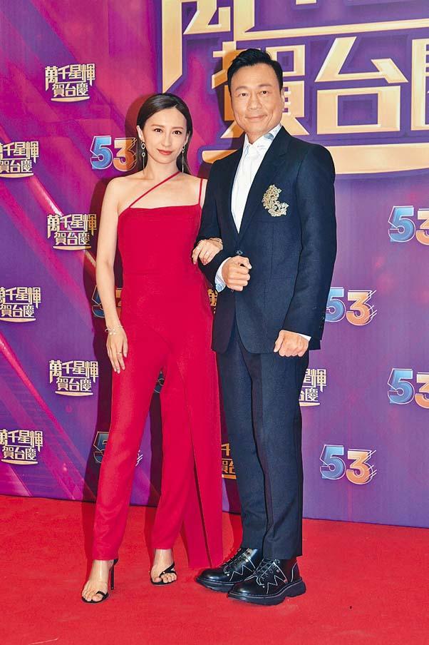 黎耀祥與龔嘉欣以《殺手》拍檔組合出場。