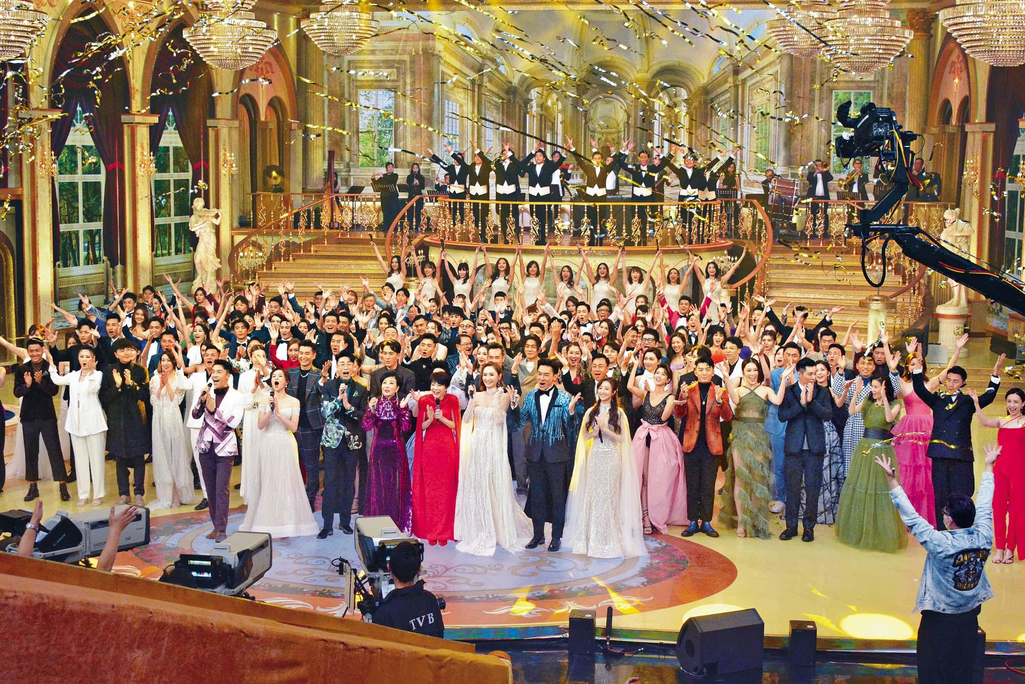 大概是知道不會戴口場出場,所以絕大部分藝員在後台都沒戴口罩。