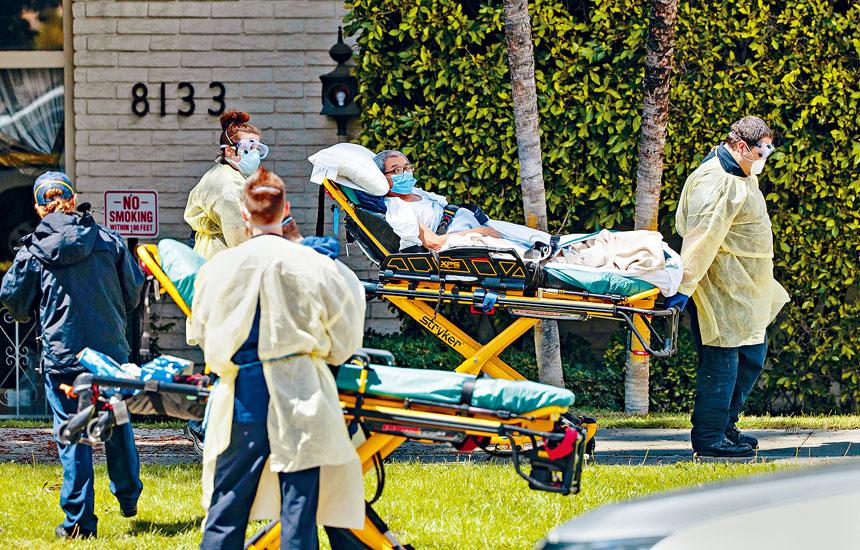 據《華爾街日報》的統計數據,與老人院和其他長期護理機構相關的新型冠狀病毒死亡人數,已超過100,000人。    資料圖片