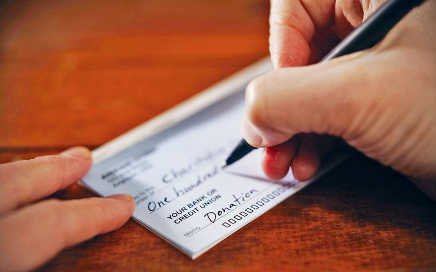 詹樂霞公布的慈善報告顯示,去年僅1/3的善款流入了專業籌款人的腰包。資料圖片