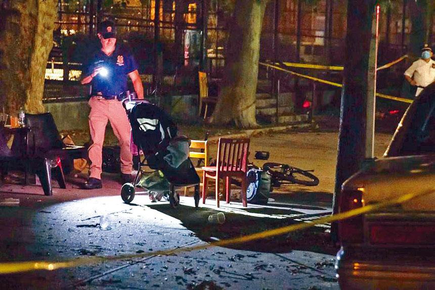 今年夏天1歲男嬰被流彈打中傷亡的現場照片。