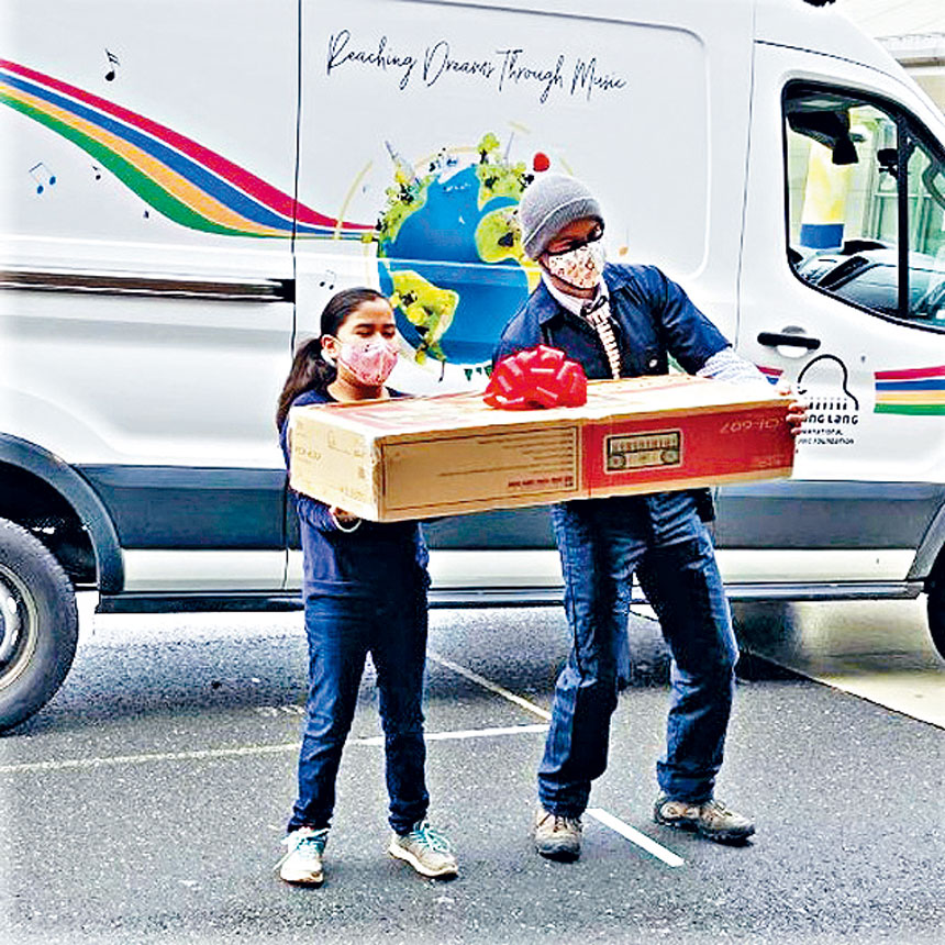 郎朗國際音樂基金會在疫情期間,用「音樂貨車」送出鋼琴鍵盤。