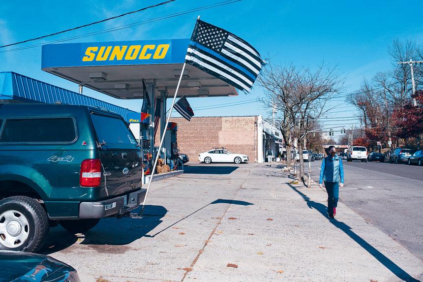 官員認為,「藍線旗」是發表政治言論的代表。Gregg Vigliotti/紐約時報