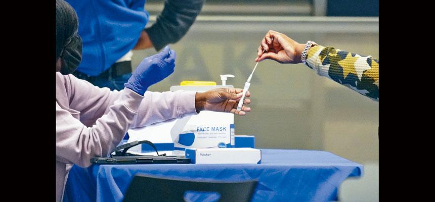 紐約州感染率達3.72%,每日病例數字創下自4月下旬以來最高。美聯社