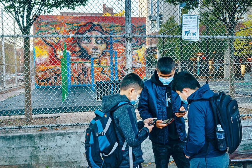 家長不滿在疫情下重開的混亂表現,今年公校學生人數減少3萬多人。Todd Heisler/紐約時報