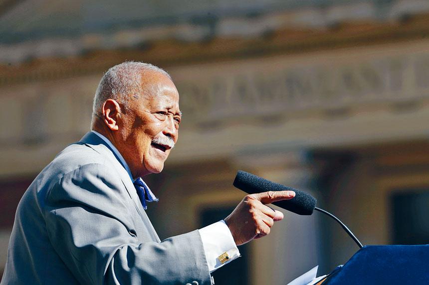 丁勤時是紐約市首位非裔市長。 美聯社