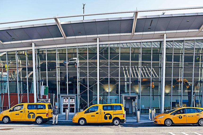 紐約市的士牌照價值從高位急跌,令司機負債累累。Karsten Moran/紐約時報