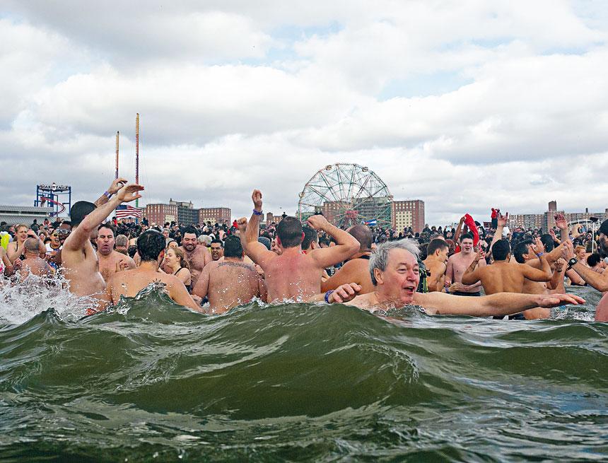 康尼島「北極熊」冬泳節今年將暫停舉辦。Dave Sanders/紐約時報