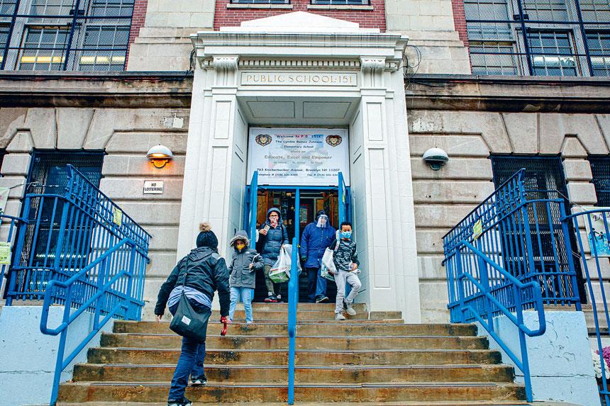 市府上周叫停全市公立學校的面授課程。 Sharon Pulwer/紐約時報