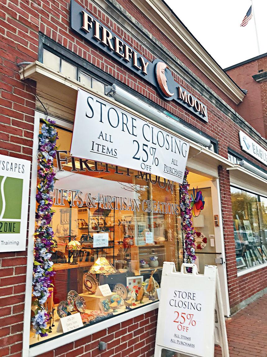 麻州Lexington鎮中心街區一家因新冠疫情影響即將關閉的小商店。溫友平攝影