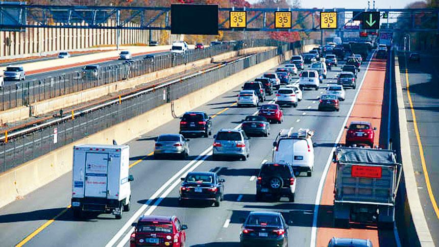 雖然絕大部分的美國民眾選擇留守在家,但據AAA的預測今年也有4800萬名民眾選擇駕車出游與家人歡度感恩節。