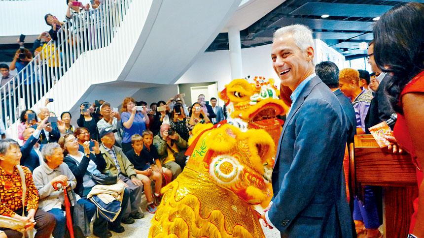 芝加哥前市長伊曼紐當年對華裔社區十分關注。 本報檔案照/梁敏育攝