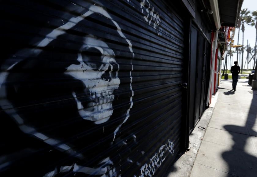疫情之下許多店面關閉,其中甚至有一大部分直接倒閉。洛杉磯時報