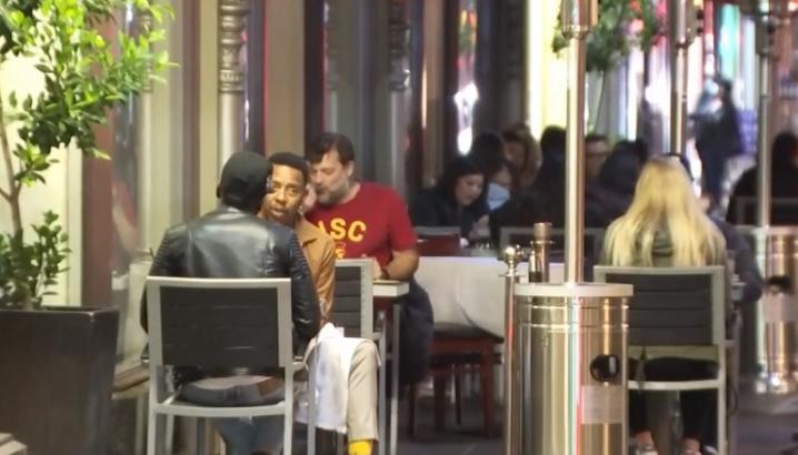感恩節周末帕沙迪納湧入外地饕客用餐 當局表示若疫情急遽惡化也將終止戶外用餐政策。NBCLA 截圖