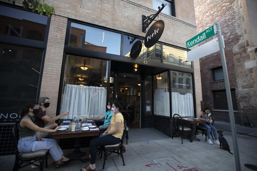 帕市宣布暫時不會停止餐廳戶外用餐服務。洛杉磯時報