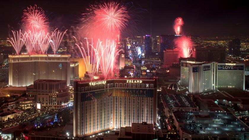 拉斯維加斯大道跨年夜施放美麗煙火。Las Vegas News Bureau