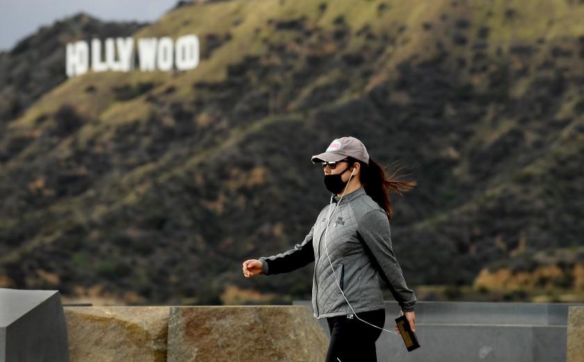 洛杉磯單日新增51人死亡,創下九月初以來的新高紀錄。洛杉磯時報