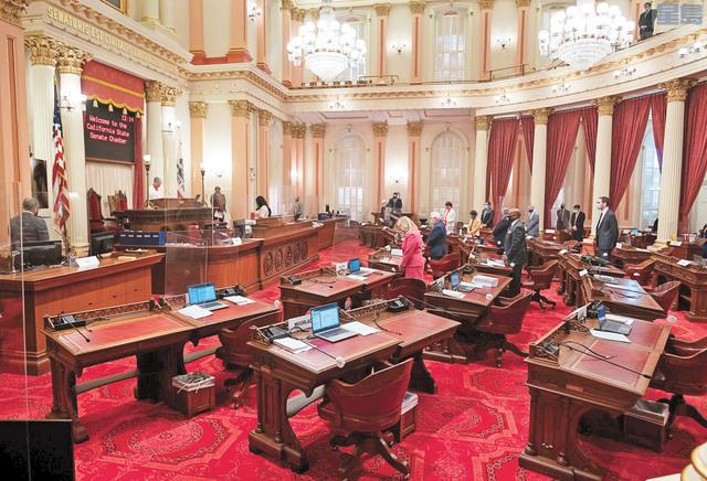 州議會新會期即將展開,會議地點和方式都將因應疫情有所改變。圖為今年8月27日州參議院開會的情況。美聯社資料圖片