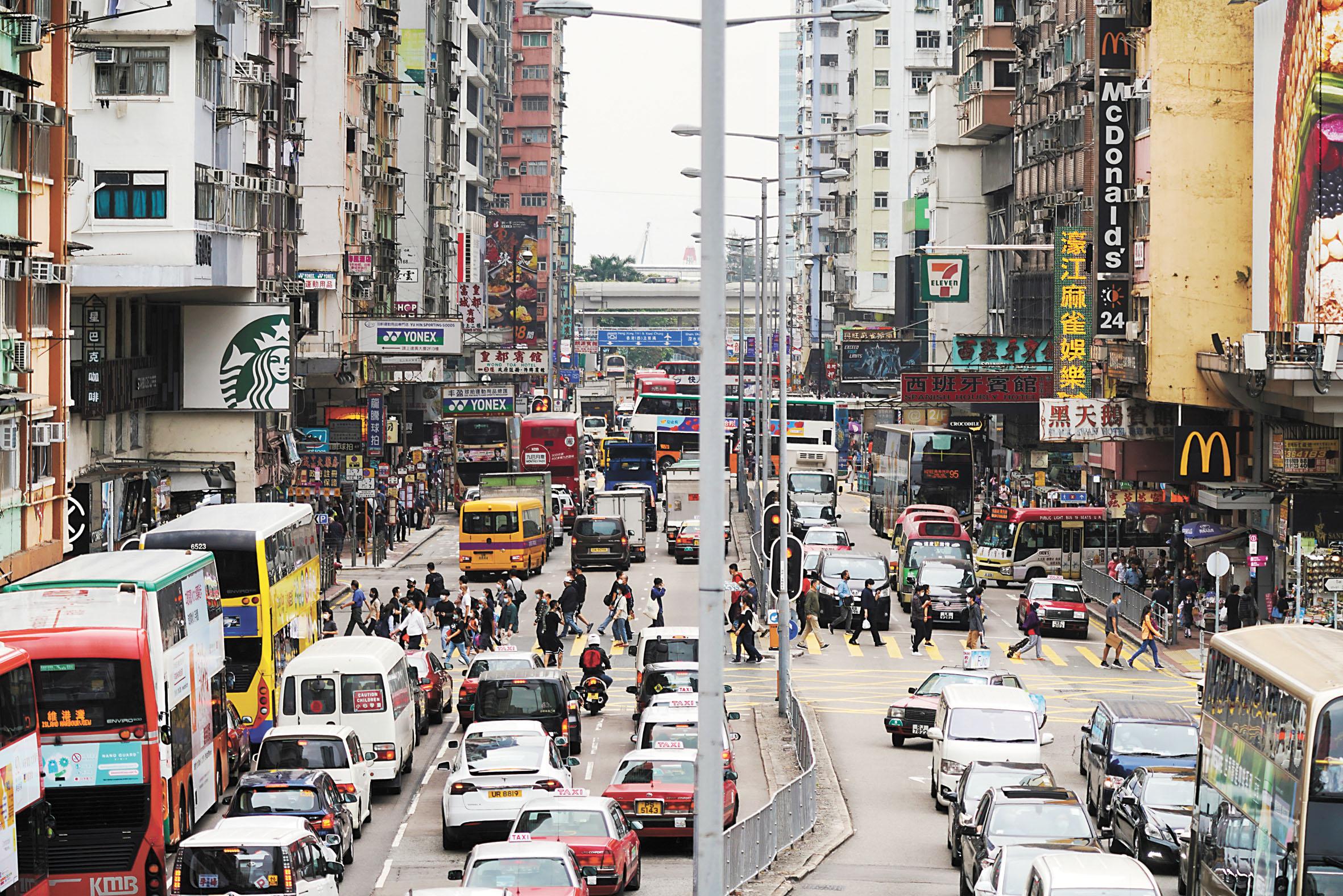 英國政府向國會提交香港半年報告書,指中國自今年6月起兩次違反《中英聯合聲明》。圖為香港街景。路透社資料圖片