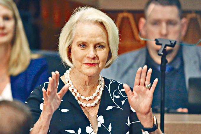 共和黨參議員麥凱恩的遺孀辛迪。