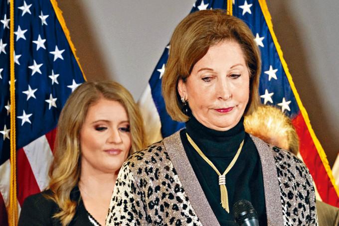 女律師鮑威爾上周四在共和黨全國委員會總部出席記者會。
