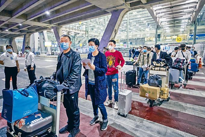 傳美國加緊抽查入境的中共黨員。