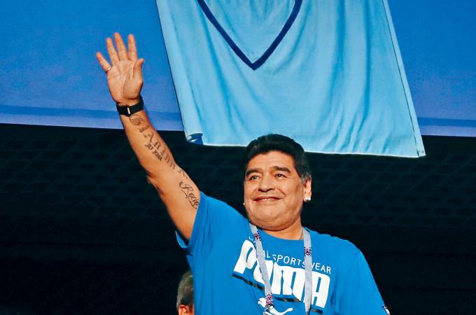馬勒當拿一直是阿根廷國民心中的英雄,晚年仍活躍球圈。