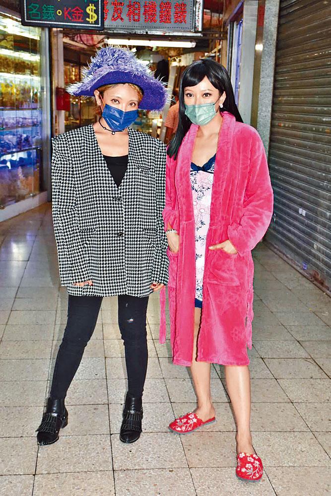 鍾舒漫與鍾舒祺姊妹檔合作拍攝網上節目。