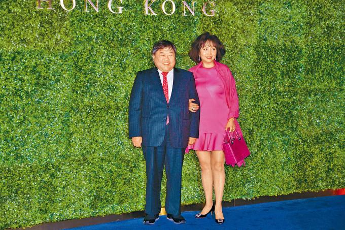 有線寬頻主席邱達昌昨日承認確診,其妻吳惠平早前亦已確診。