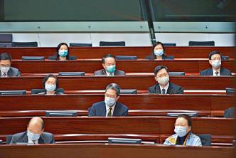 特首昨日發表《施政報告》,司局長列席會議。