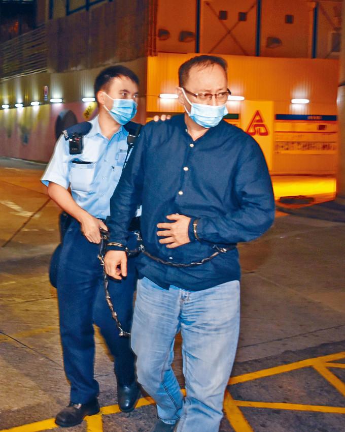 傑斯被捕後報稱不適,晚上由警員押送醫院接受治療。