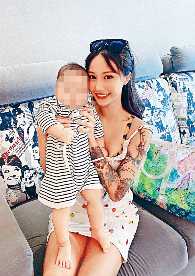 遭三匪闖入寓所打劫女網紅蘇淼淼,與兒子合照。