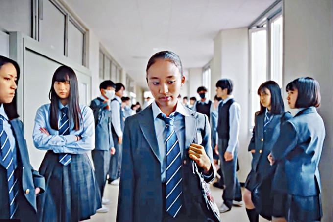 Nike日本廣告片中的非裔學生角色。