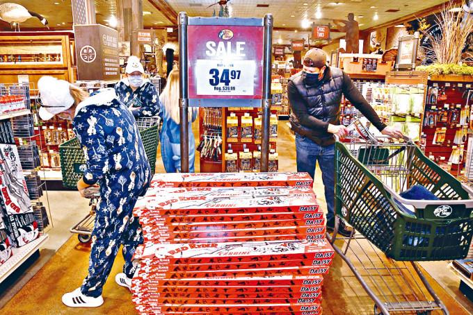 在黑色星期五,麻省一間實體商店人流稀少。