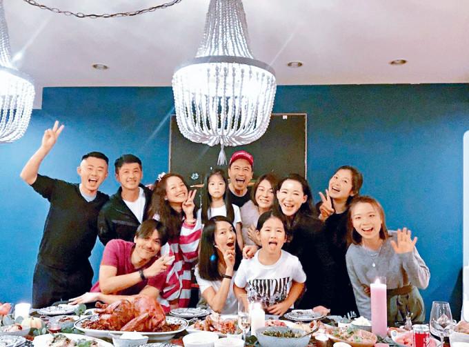 馮德倫、舒淇及林熙蕾相約一班好友慶祝感恩節。