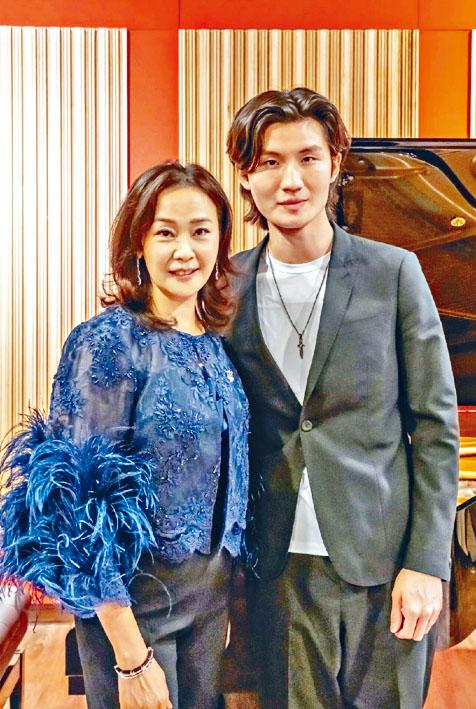 陳婉華與鋼琴家牛牛合照。