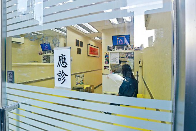 有病徵病人明起須強制檢測,食衞局指私家醫生反應正面。