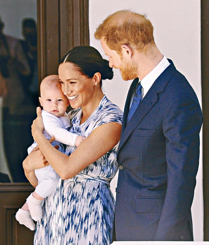 哈里王子與妻子梅根和兒子阿奇,去年九月訪問南非。