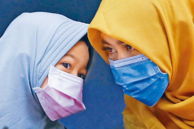 台灣暫停印尼外勞入台兩星期。