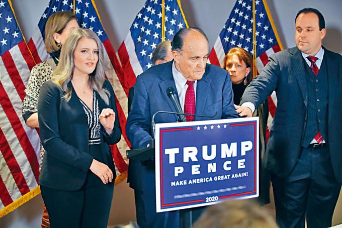 特朗普陣營的律師團隊周四在華盛頓開記者會。