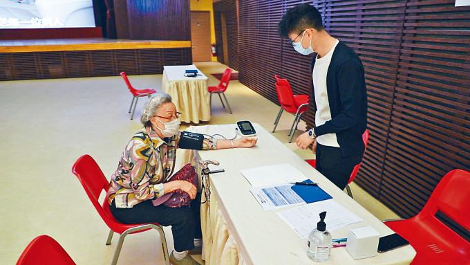 亞洲心臟中心推出免費心臟超聲波檢查,目前已服務更近百長者。