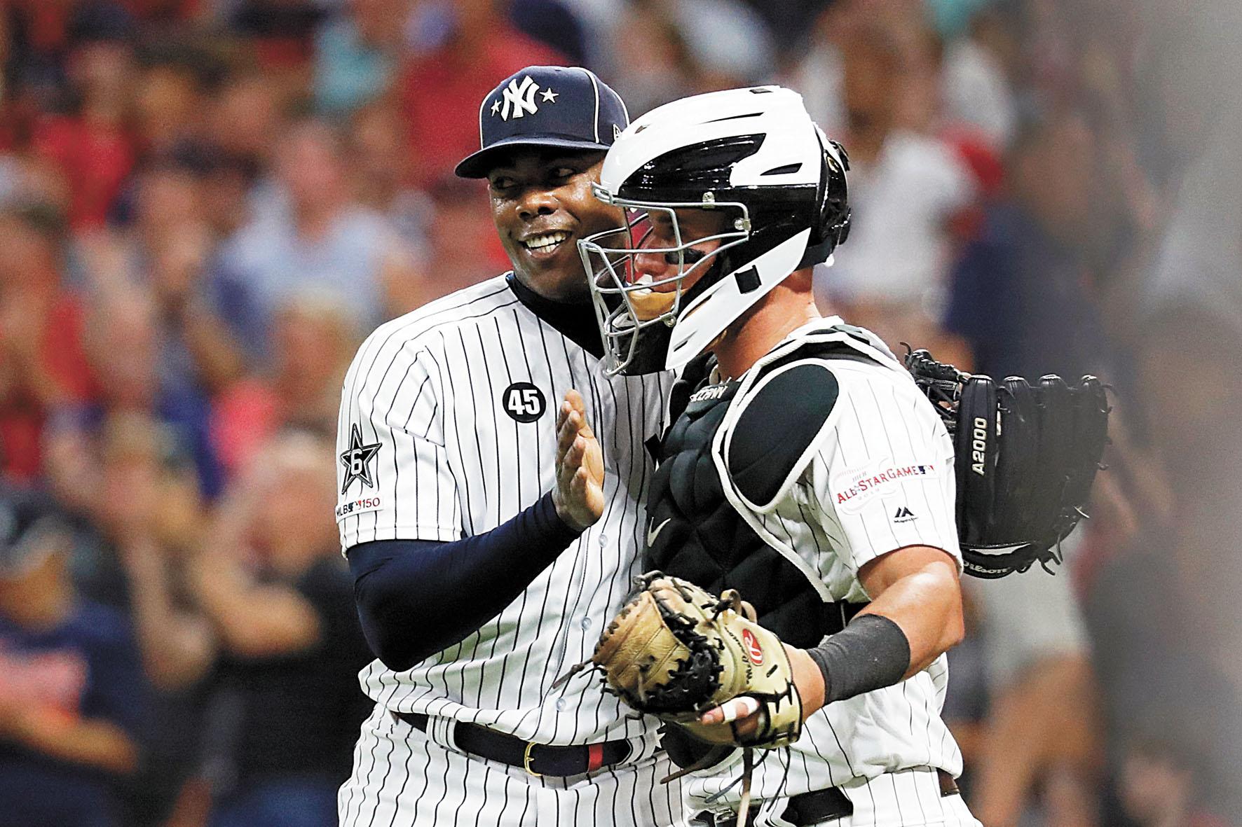 聯盟宣布洋基和白襪將會「再次」在夢幻之地大戰中相遇,圖為去年全明星賽中洋基球員與白襪球員在一起慶祝獲勝。資料圖片