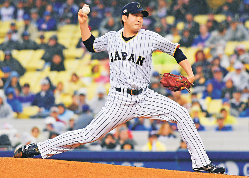 菅野在投球。資料圖片