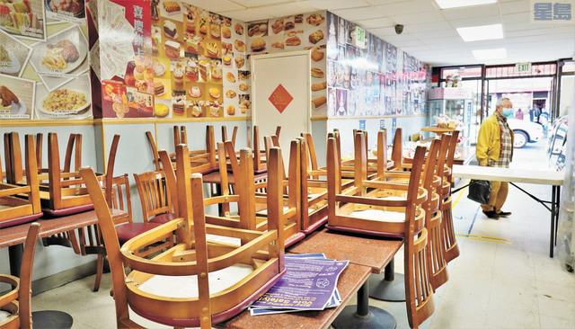 節日長假期,永興餅家的顧客寥寥無幾。                   記者黃偉江攝