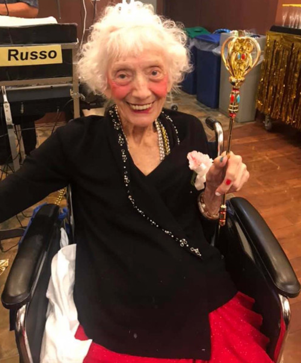 ■弗里德曼目前已102歲,仍 然保持良好精神。 臉書圖片